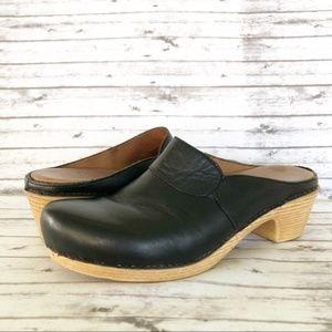 Dansko Black Leather Comfort Clogs Mules Size 38